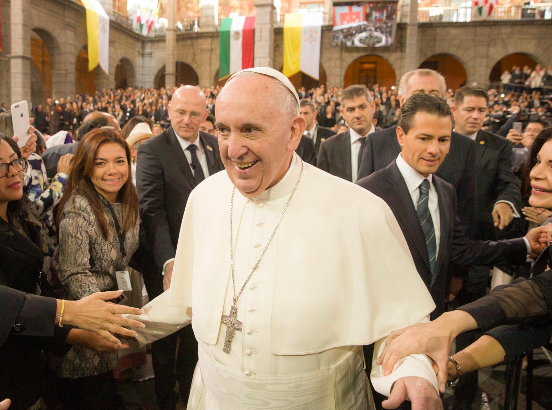 S.S._Papa_Francisco-_Ceremonia_de_Bienvenida_en_Palacio_Nacional_-_24913460191